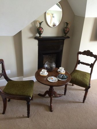 Dodleston Manor: Seating Area in the Bedroom