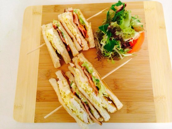 The Muirs Inn: Club sandwich