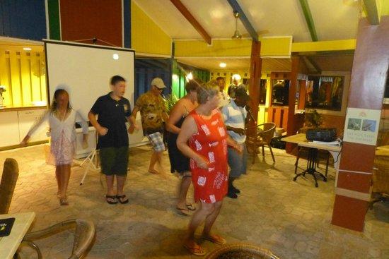 Paradise Beach Villas: Dancing at Farewell Party