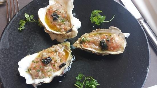 Le Bibent: tartare de saumon, huitre et bar