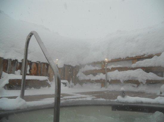 Hotel La Torretta: piscinia con idromassaggio esterna