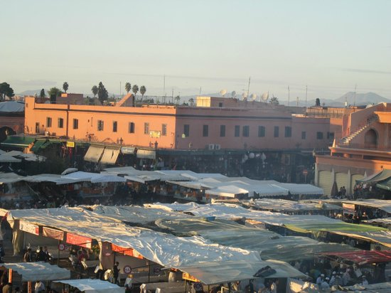 Suq von Marrakesch: the square of a day