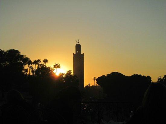 Suq von Marrakesch: sun setting Jemaa el Fna