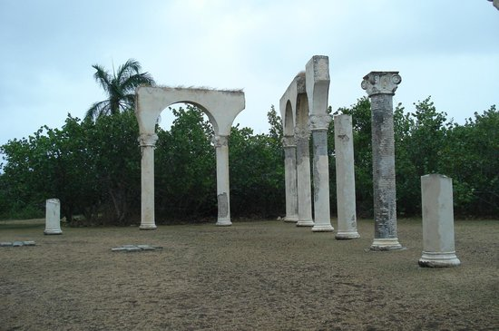 Parque Monumento Nacional Bariay : Monument commemorating Columbus landing.