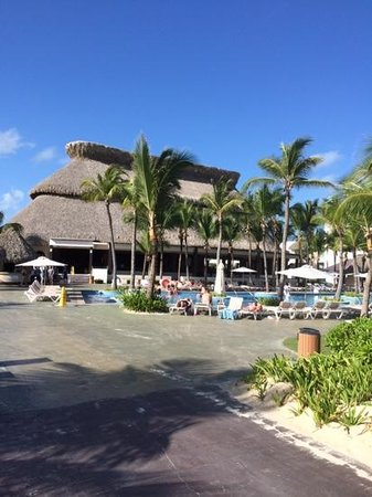 Hard Rock Hotel & Casino Punta Cana: Isla restaurant and pool