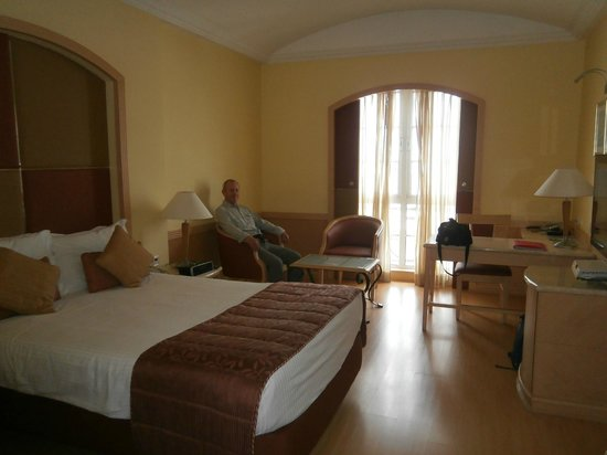 The Residency Towers: Spacious comfortable room