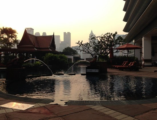 Plaza Athenee Bangkok, A Royal Meridien Hotel: Pool Area