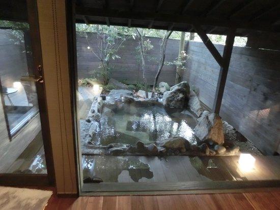 Tezuka Ryokan: 1階露天風呂付客室、露天風呂