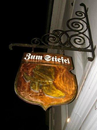 Zum Stiefel: Sign