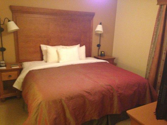 Homewood Suites Omaha Downtown : Bedroom