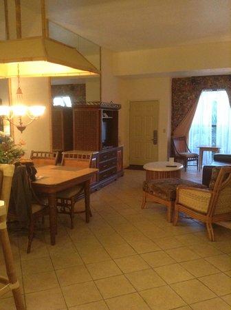 Parkway International Resort : El salón con muebles anticuados