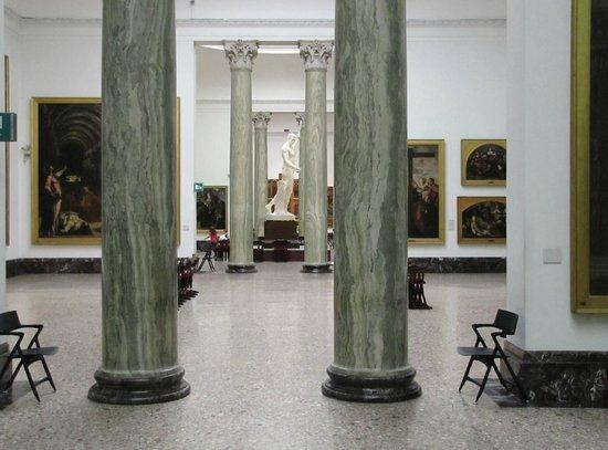 Pinacoteca di Brera: Vista de la amplitud de las salas