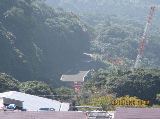 Kirishima Kokusai Hotel: buidlinh Highway , view from room