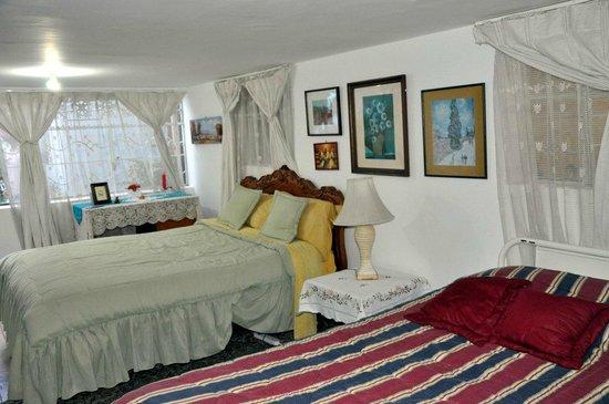 La Casa de la Gringa: White room