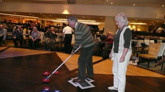 Warner Leisure Hotels Alvaston Hall Hotel: We tried kurling on the dance floor