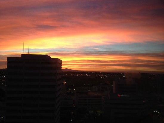 DoubleTree by Hilton Hotel Los Angeles Downtown: Spectacular sunset