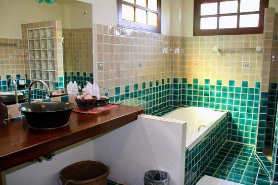 Baan Orapin Bed and Breakfast: bathroom