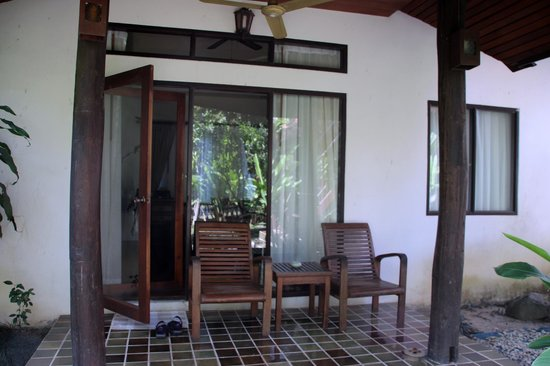 Baan Orapin Bed and Breakfast : front porch