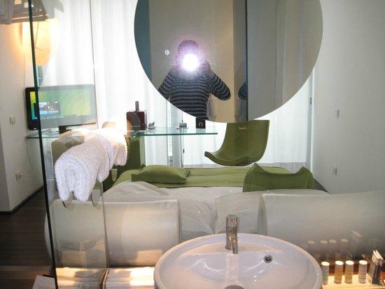 Radisson Blu es. Hotel, Roma: Номер -стекл перегородка- ванная- окно! супер