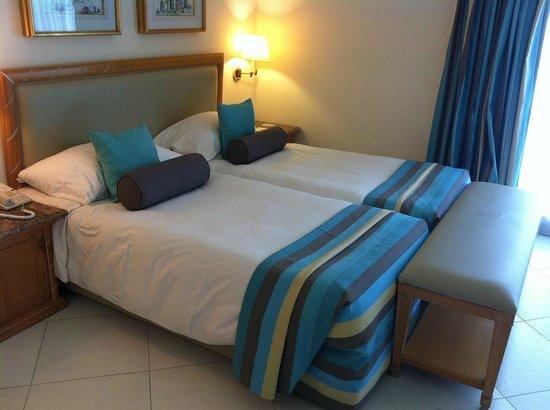 Maritim Jolie Ville Golf & Resort: large bed