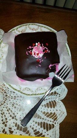 Candlelight Inn: Birthday cake