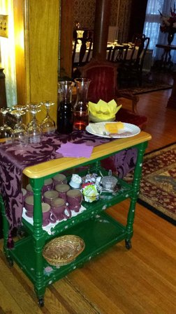 Candlelight Inn: Wine and cheese reception