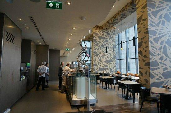 Holiday Inn Express Bangkok Siam: Grand room for breakfast