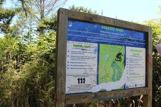 Kerosene Creek: Signage at the car park
