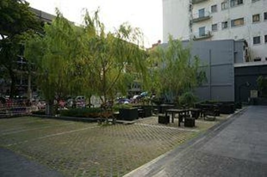 Holiday Inn Express Bangkok Siam : Green yard