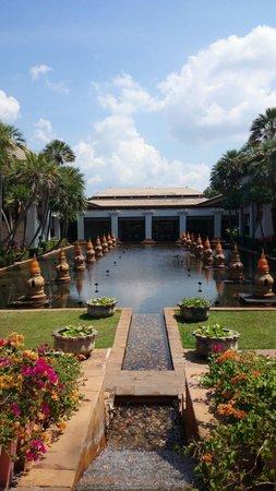JW Marriott Phuket Resort & Spa: 夜は火が灯ります