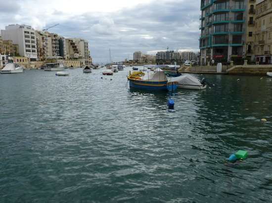 Spinola Bay: Looking out to sea.