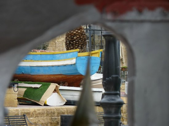 Spinola Bay: Some of the boats at the waters edge.