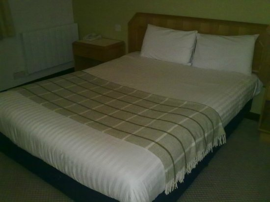 Dragonfly Hotel Peterborough: Bed
