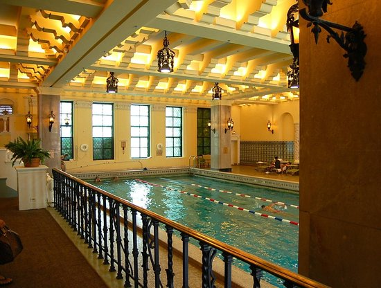 InterContinental Chicago: The olympic-sized pool