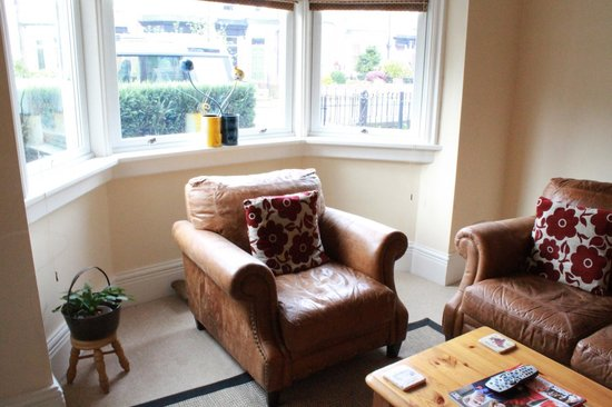Woodland Guesthouse: Enjoy relaxing in our lovely lounge