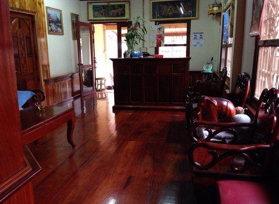 Inthasak Guesthouse: Reception