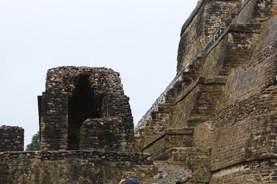 Maya-Ruinen von Altun Ha: Ancient corbeled arch, reminiscent of Gothic architecture