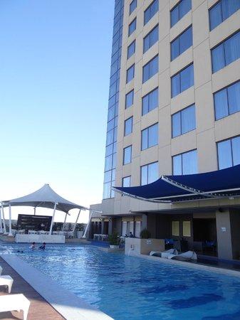 The Bellevue Manila : Swimming pool