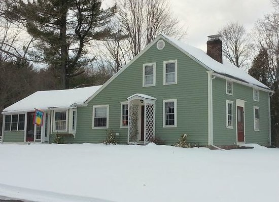 Truman Gillet House B & B : First winter snow at the TGHB&B