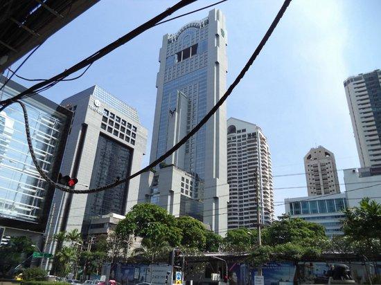 Banyan Tree Bangkok : очень узкая башня