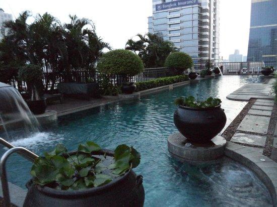 Banyan Tree Bangkok : бассейн на крыше