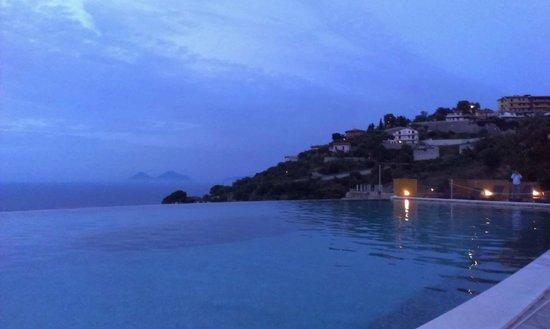 """Hotel Avalon Sikanì: тот самый """"безграничный"""" бассейн"""