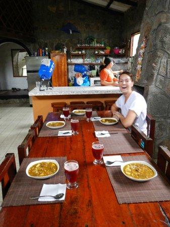 Lava House Hostal : Cocina y comedor