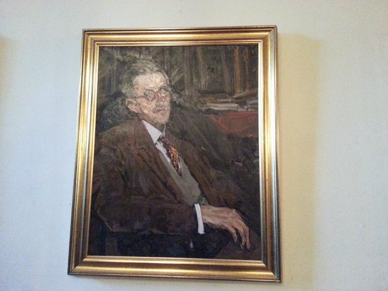 Dublin Writers Museum: Portrait of Joyce