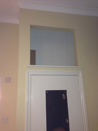 The Walnut Tree Inn: Odd space above wardrobe