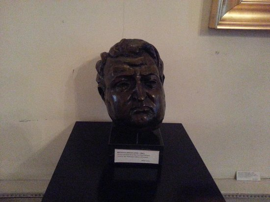 Dublin Writers Museum: Bust of Behan