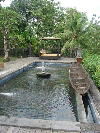 Plataran Borobudur Resort & Spa: Deck in front of the breakfast area