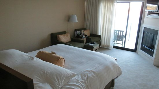The Inn Above Tide : Nice spacious room with seating area and balcony
