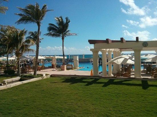 CasaMagna Marriott Cancun Resort: área da piscina