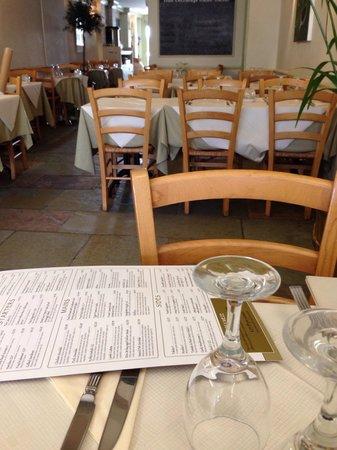 Green Olive Meze Bar & Restaurant: Inside the restaurant